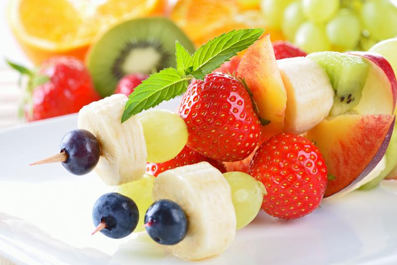 12 idées de brochettes de fruit originales - La Recette