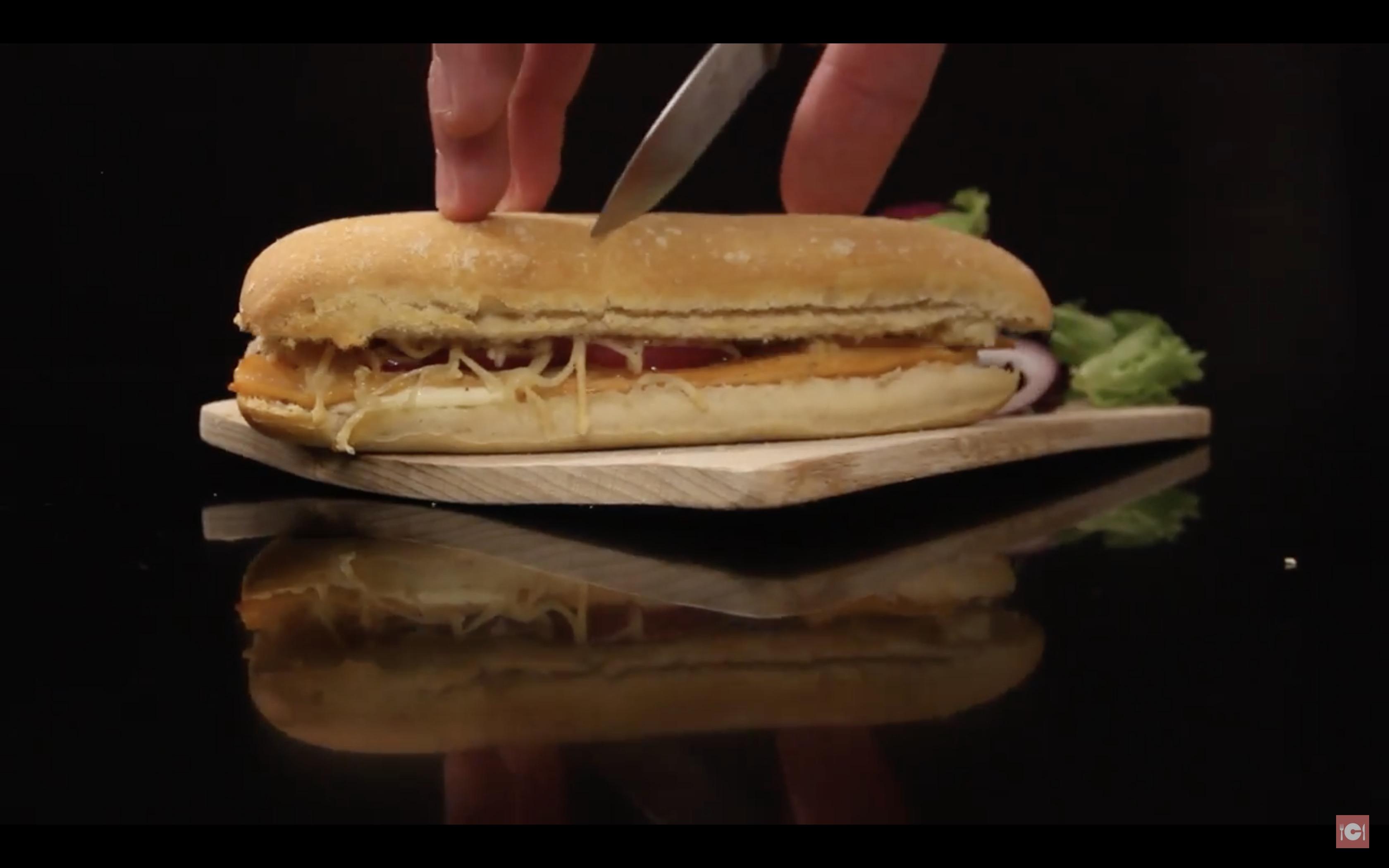 le d licieux panini au saumon au fromage et aux oignons la recette. Black Bedroom Furniture Sets. Home Design Ideas