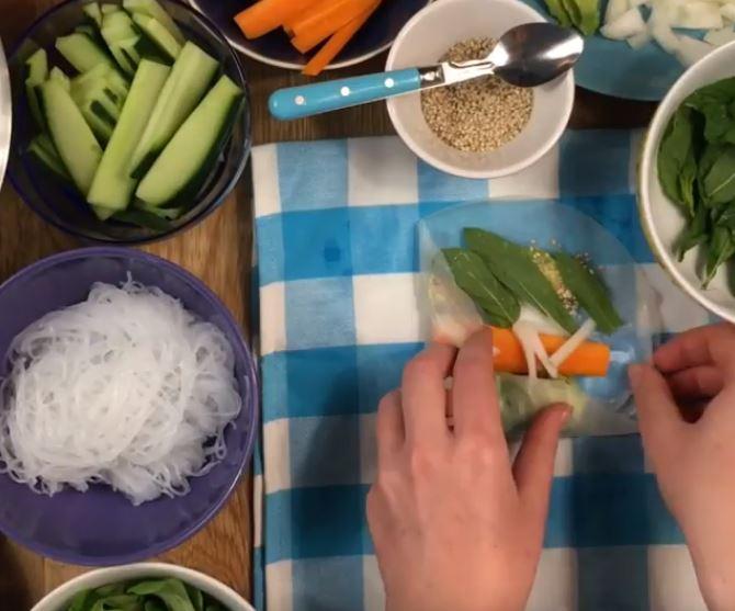 Rouleaux de printemps vegan et leur sauce à la cacahuète