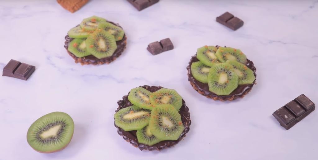 La recette facile de tartelette au kiwi et chocolat sans cuisson