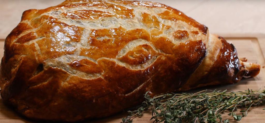 La recette facile du gigot d'agneau en croûte à la tapenade
