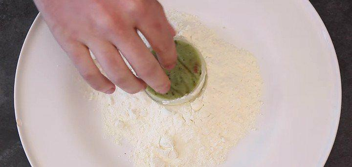 des onion rings croustillants au guacamole la recette. Black Bedroom Furniture Sets. Home Design Ideas