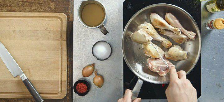 Découvrez le poulet mijoté et sa sauce au paprika