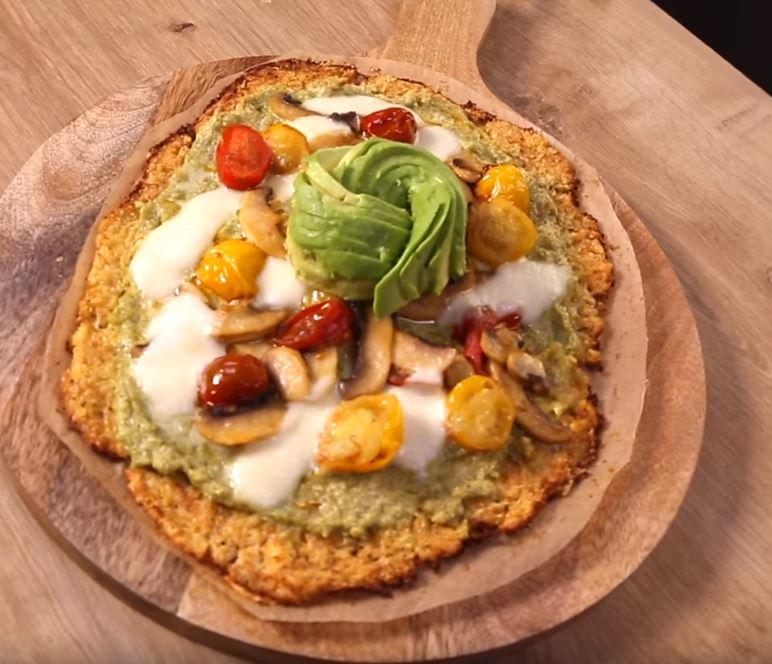 La pizza au chou-fleur, tomates et roquette3