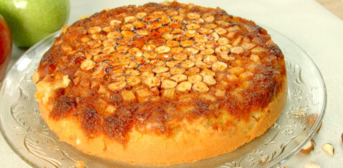 Le délicieux gâteau renversé aux pommes et aux noisettes2