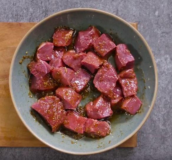 Brochettes de bœuf et salade de mangue1
