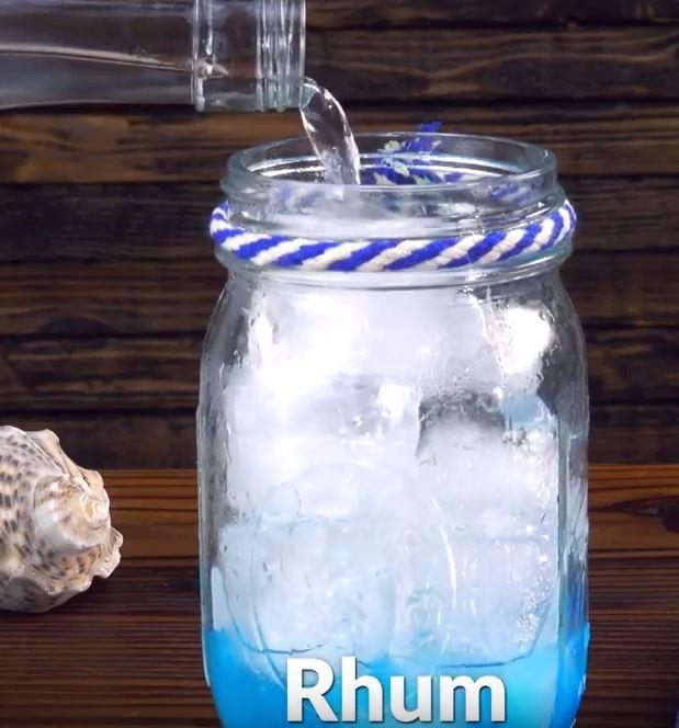 Découvrez la recette du cocktail bleu sirène