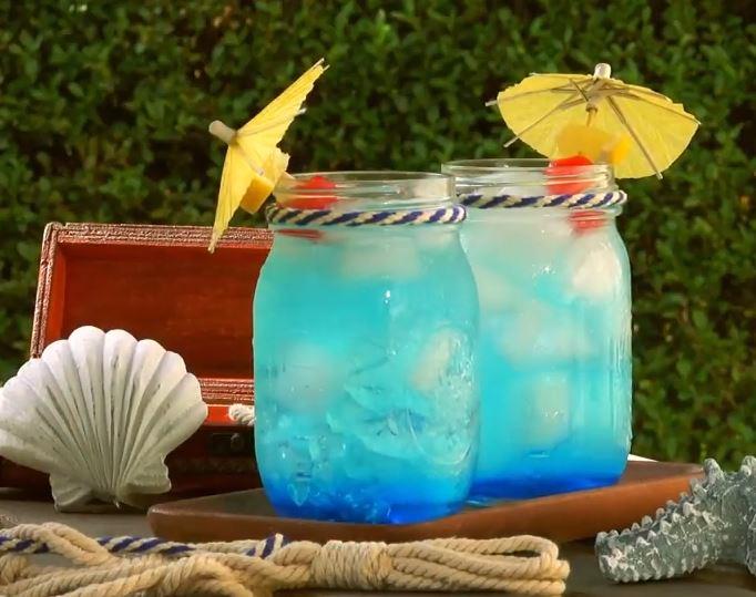 Découvrez la recette du cocktail bleu sirène6