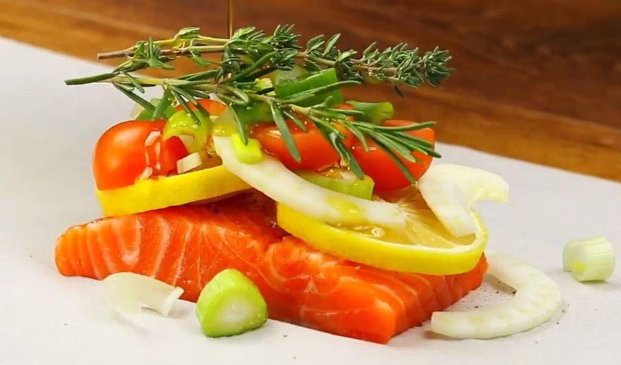 Papillote de saumon aux légumes et aux herbes2