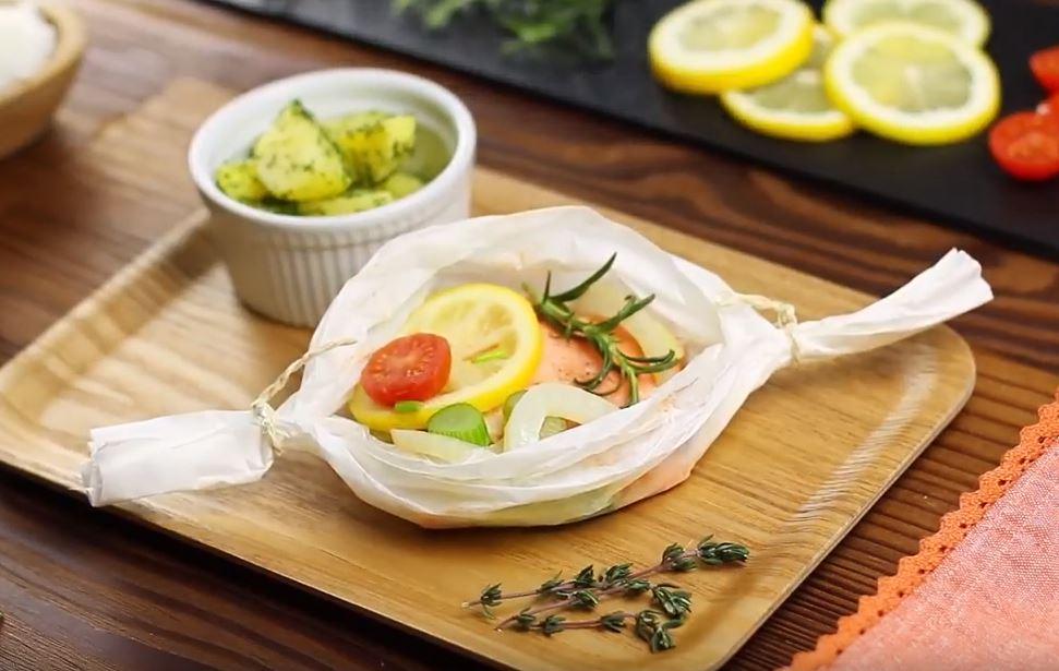Papillote de saumon aux légumes et aux herbes4