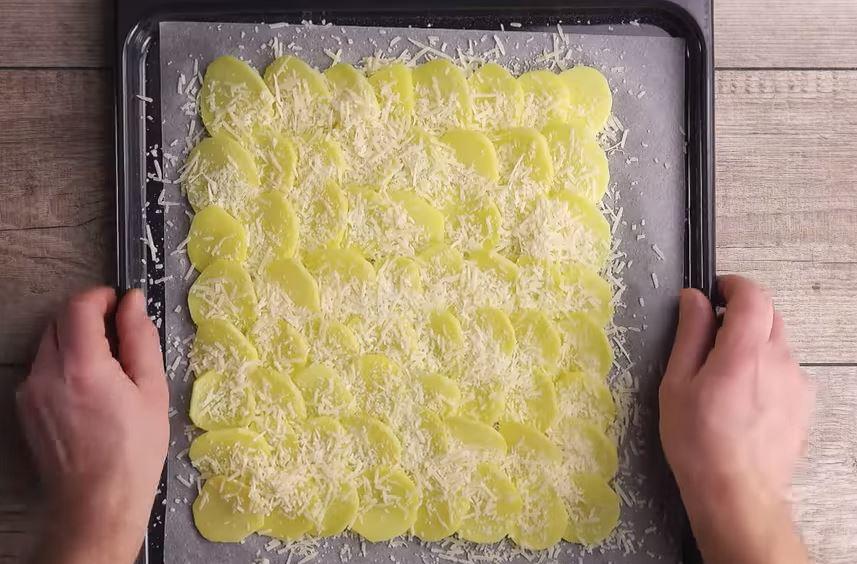 Roulé de pommes de terre aux épinards et viande hachée