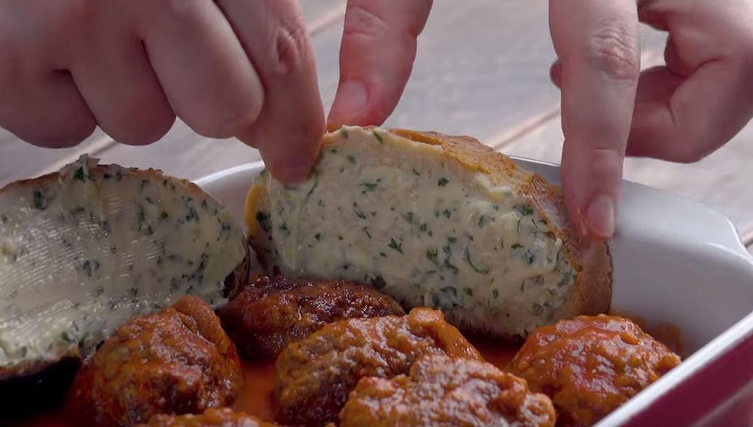 Gratin de boulettes de viande à la mozzarella