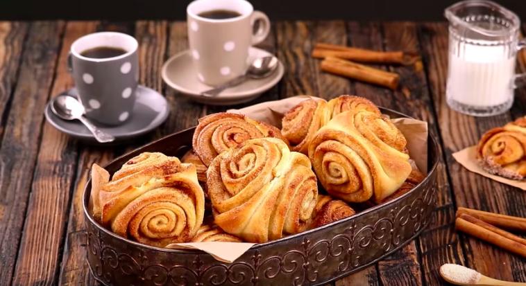 Les petits pains à la cannelle pour le déjeuné