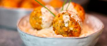 petites boulettes de saumon et sauce citron