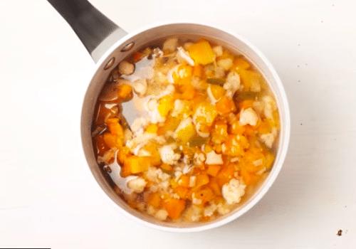 crème de légumes au safran et aux écrevisses