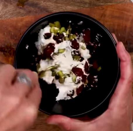 brie de meaux au cranberrys et pistaches