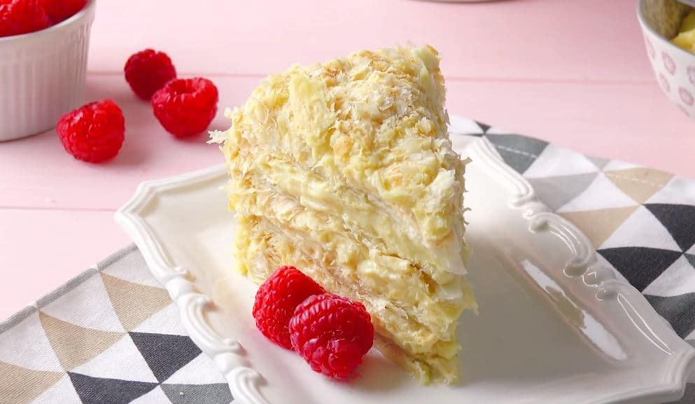 Gâteau feuilleté à la crème anglaise