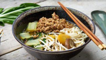 soupe de nouilles légumes et viande hachée