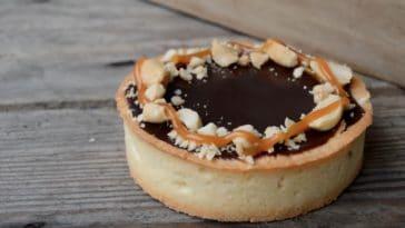 Tarte Caramel Cacahuètes et chocolat
