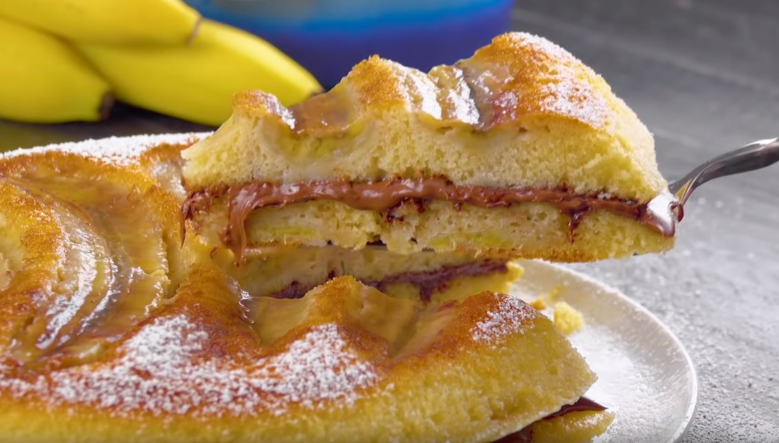 pancakes xxl garnies aux bananes et pâte à tartiner