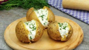 Pommes de terre au four, farcies au fromage