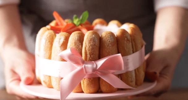 Une charlotte aux fraises délicieuse pour la fête des mères