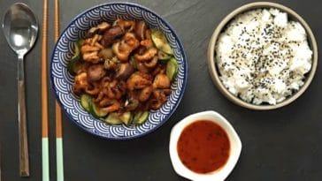 Recette de Petits poulpes rôtis à la sauce pimentée et légumes sautés