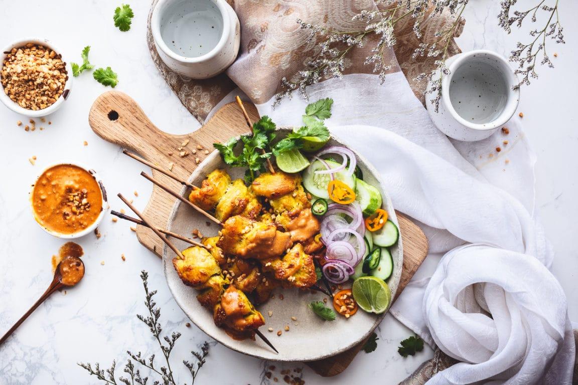 brochettes de poulet satay et sauce cacahuète