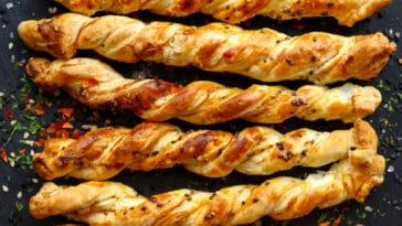flûtes feuilletées au fromage basque et graines de lin