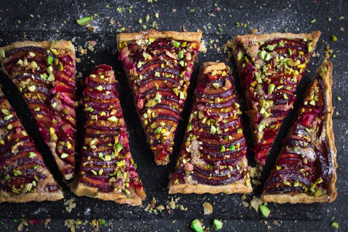 tarte aux prunes et pistache