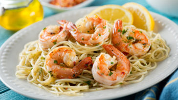 Spaghettis crevettes ail et persil