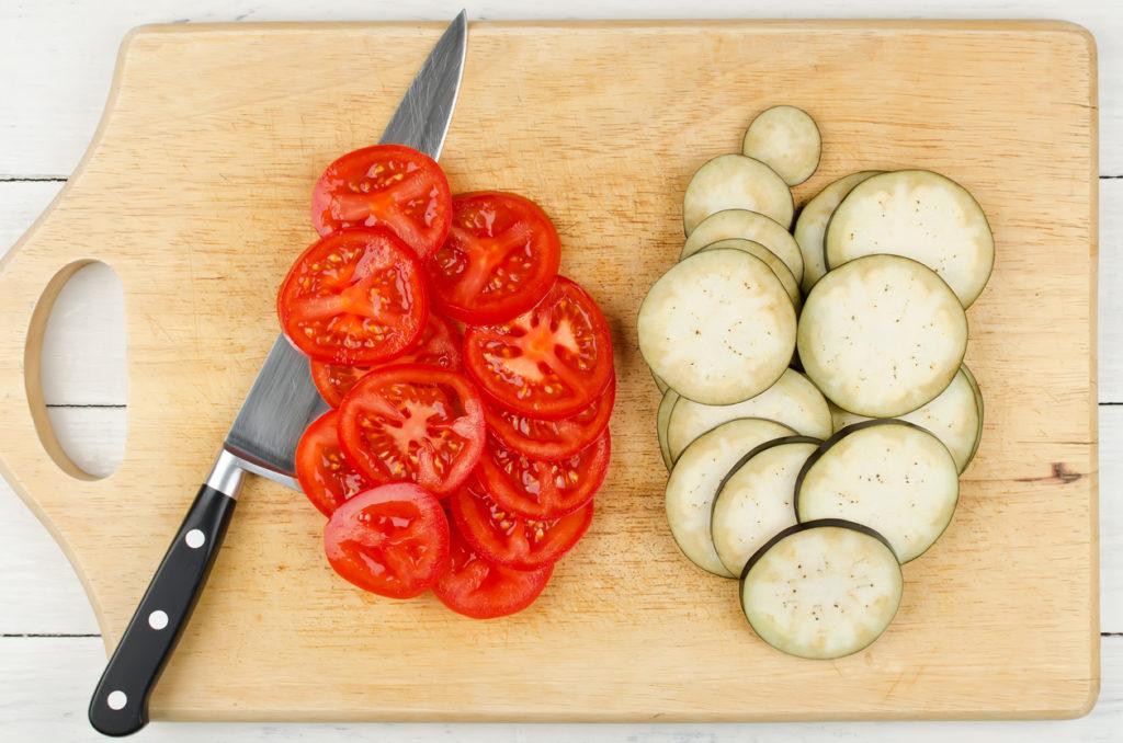 Rondelles de tomates et d'aubergines