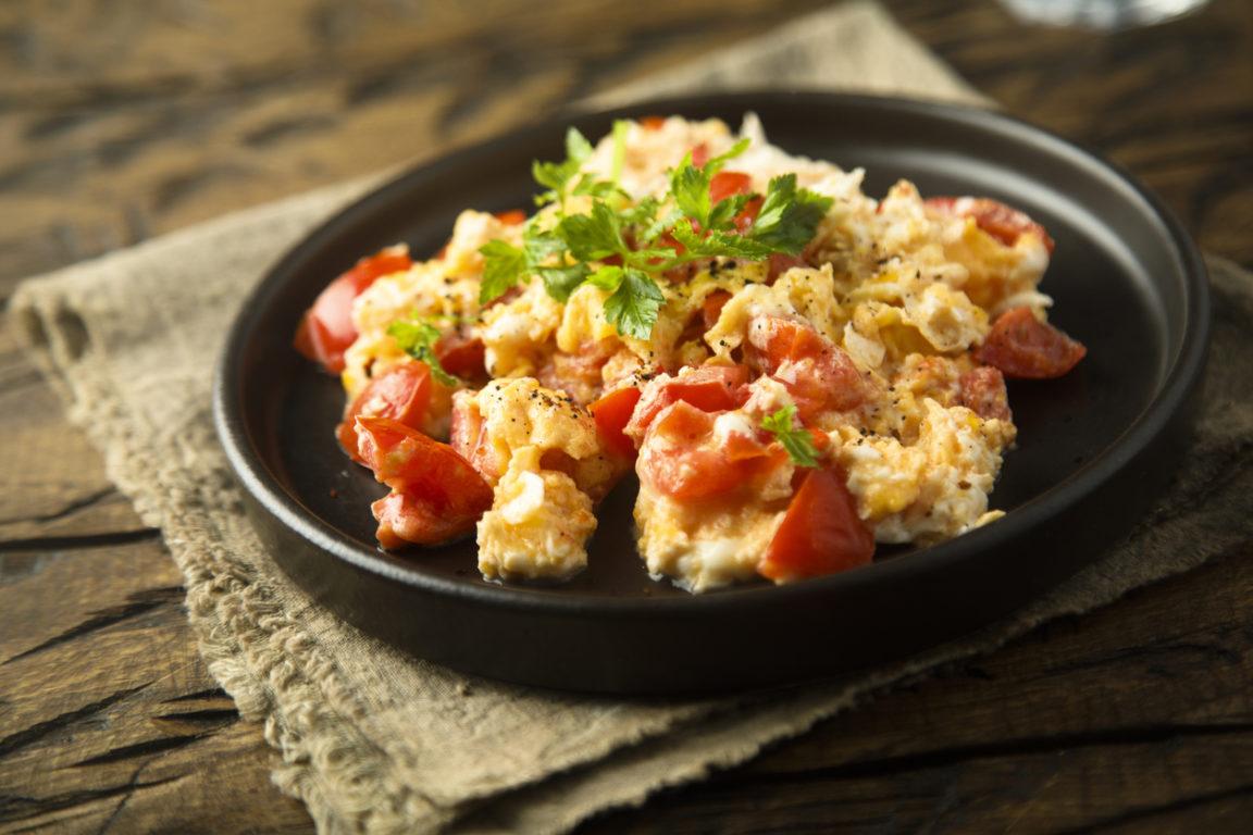 Omelette à la tomate